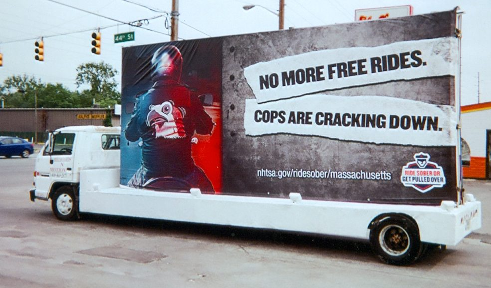 Aware your popular city with Chicago Mobile Billboards