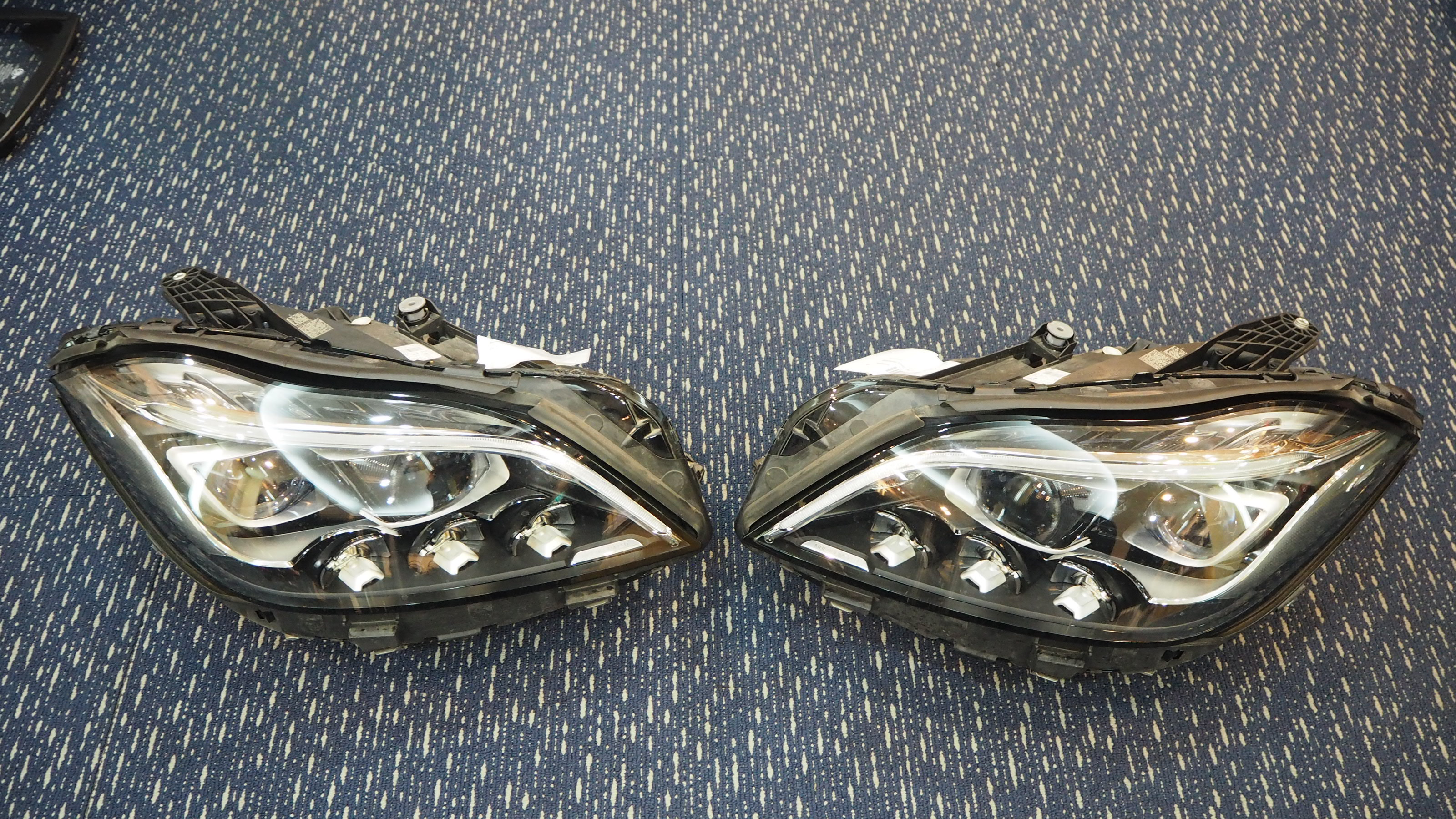 MERCEDES BENZ W218 CLS63 AMG HEADLAMP RIGHT & LEFT