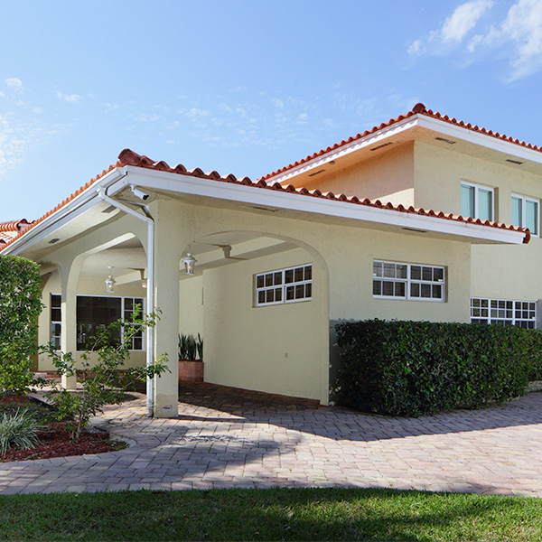 Choose Roof Pressure Cleaning in Miami